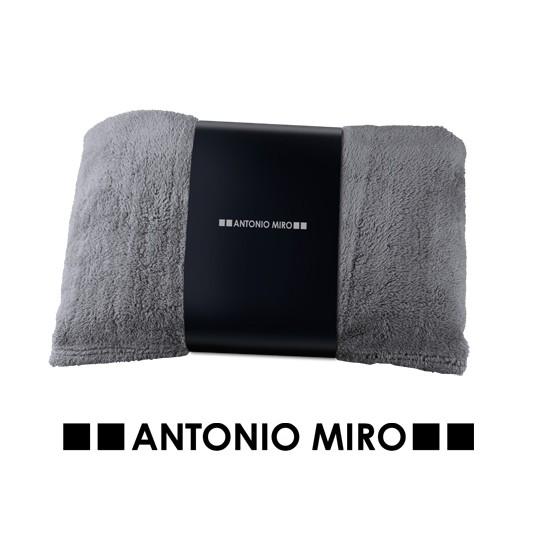 Manta Kira - Antonio Miro